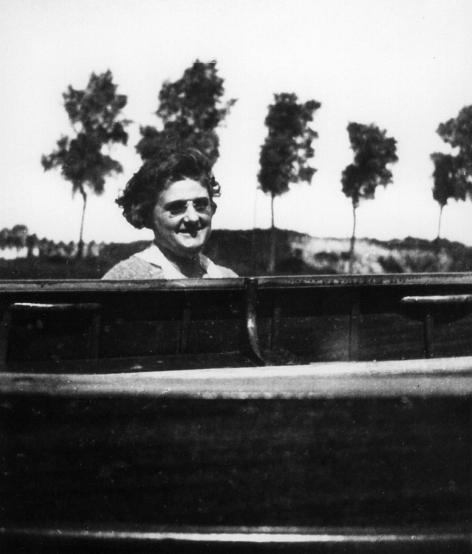 Simone Bergmans op de piano (1892- 1976), ca. 1920. © Universiteitsarchief Gent