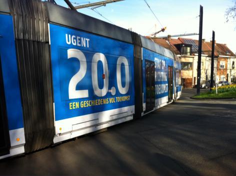 """Deze tram 4 verspreid de verjaardagsboodschap van de UGent in de stad. """"Stap op richting toekomst."""" Gespot op 21 maart 2017 in Ledeberg."""