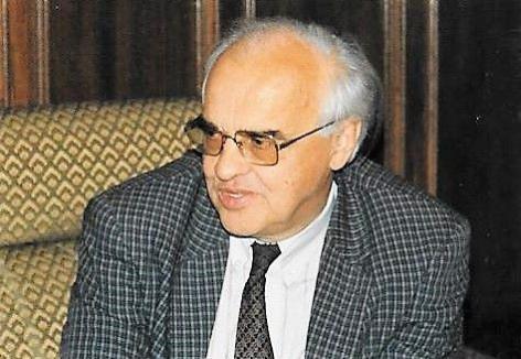 Analytisch scheikundige Frans Verbeek (1929-2008) blonk uit in zijn onderwijskundige bekwaamheid en begeleiding van licentiaats- en doctoraatsverhandelingen (privé-archief familie Verbeek).
