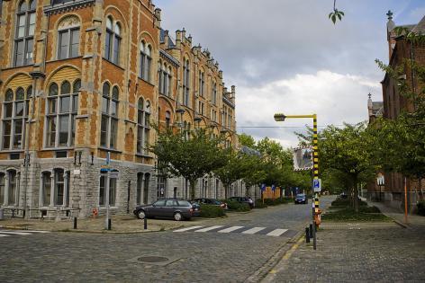 De Jozef Kluyskensstraat met links het Rommelaerecomplex van de universiteit en rechts het voormalig stedelijk ziekenhuis (Collectie UGentMemorie, © UGent - foto Pieter Morlion).
