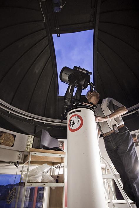 Sterrenkijker in Volkssterrenwacht Armand Pien (2010) (Collectie UGentMemorie, © UGent - foto Pieter Morlion).