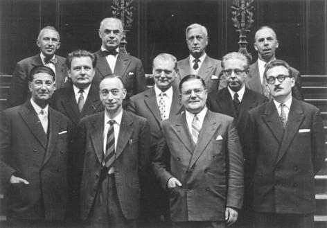 De Raad van Beheer in 1957-1958. Op 1ste rij, 2de v.r. rector Pieter Lambrechts; op de 3de rij, 2de v.l. Jan-Jacques Bouckaert, rector van 1961 tot 1969 (Collectie Universiteitsarchief Gent).
