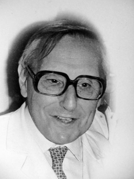 Microbioloog Jozef De Ley (1924-1997) was de drijvende kracht achter de uitbouw van het vakgebied microbiologie aan de faculteit Wetenschappen van de universiteit van Gent (© UGent, archief Laboratorium voor Microbiologie UGent).