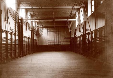Turnzaal van het HILO in het voormalige jezuïetencollege (Braunschool) in de Voldersstraat (Collectie Universiteitsarchief Gent).