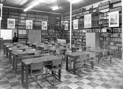 Bibliotheek van de Hogere School voor Handels- en Economische Wetenschappen in de Universiteitstraat voor de verhuis naar campus Hoveniersberg in 1978 (Collectie Universiteitsarchief Gent - foto A. Van Lancker).