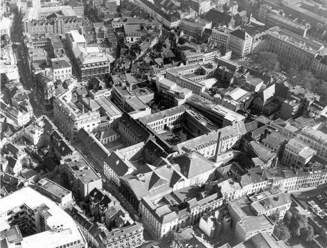Luchtfoto van site Voldersstraat met de Aula, Huis van Crombrugge, het voormalige jezuïetenklooster, de Emiel Braunschool en de Paddenhoek (Collectie Universiteitsarchief Gent - foto I.M.P.F.).