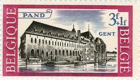 Afbeelding van de Leievleugel van Het Pand op een postzegel uitgegeven in 1964 om de kosten van de restauratie te bekostigen (Collectie Universteitsarchief Gent).