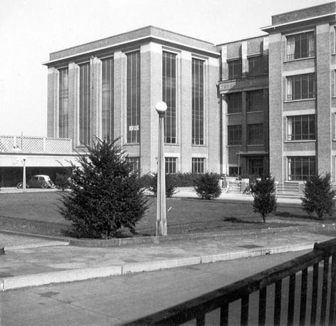 Van 1946 tot 1960 was het studentenrestaurant, gefinancierd door B.R.U.G., gevestigd op de 1ste verdieping van het Technicum (Collectie Universiteitsarchief Gent).