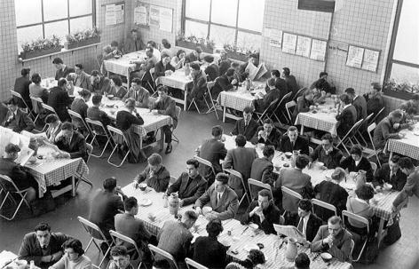 Voormalig studentenrestaurant op de eerste verdieping van het Technicum (Collectie Universiteitsarchief Gent).