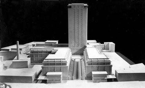 Maquette van de Boekentoren volgens het eerste ontwerp uit 1934. Zicht vanop het Sint-Pietersplein (Collectie Universiteitsarchief Gent).
