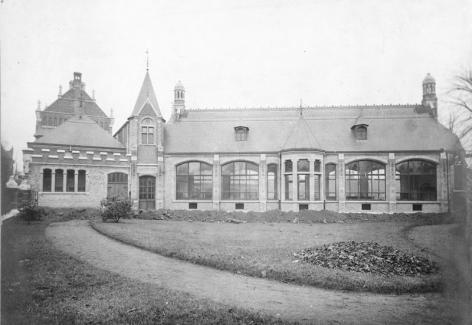 Buitenaanzicht van het grote laboratorium van het Botanisch Instituut in de Ledeganckstraat in 1903 (Collectie Universiteitsarchief Gent).