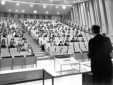 Auditorium voor de kandidaturen van de faculteit Wetenschappen op campus Ledeganck (Collectie Universiteitsarchief Gent).