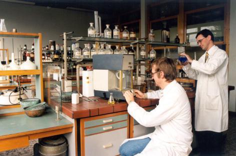 Het laboratorium voor Scheikunde van professor Hoste op campus Sterre (Collectie Universiteitsarchief Gent, © UGent - foto Hilde Christiaens).