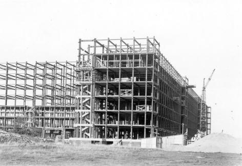 Ruwbouw van het hospitalisatieblok K1, K2 en K3 van het Academisch Ziekenhuis (Collectie Universiteitsarchief Gent).