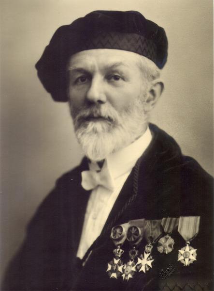 Portret van Albert Jacques Joseph Van de Velde (1871-1956), hoogleraar aan de Fa