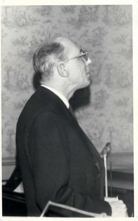 Professor musicologie Jan Broeckx (1920-2006) leidt het IPEM van 1966 tot aan zi