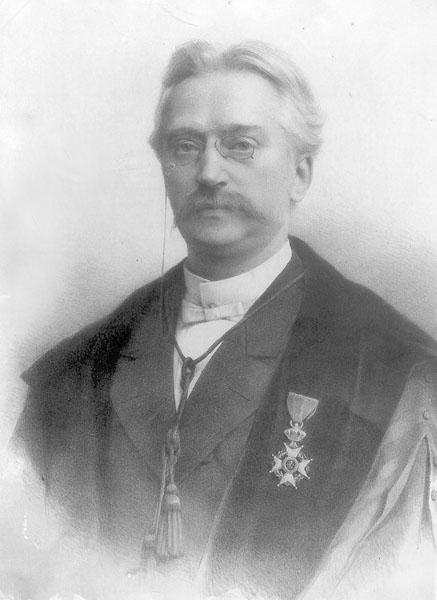 Victor Deneffe, oftamoloog en verzamelaar van geneeskundige instrumenten uit de Oudheid (Collectie Universiteitsarchief Gent).