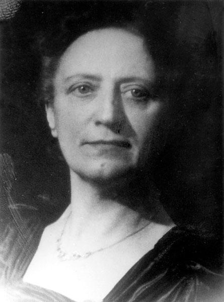 Irène van der Bracht, eerste vrouwelijke docente aan de Gentse universiteit, verbonden aan het Hoger Instituut voor Lichamelijke Opvoeding (Collectie Universiteitsarchief Gent - foto Henri De Jonghe).