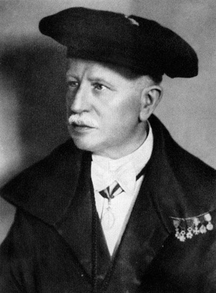 Geneesheer Jules Vernieuwe in toga (Collectie Universiteitsarchief Gent).