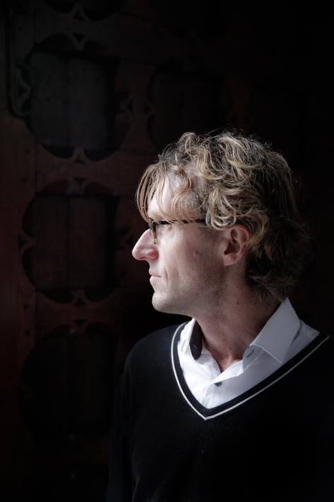 Medisch ethicus professor Ignaas Devisch in het Rommelaere Instituut naar aanlei