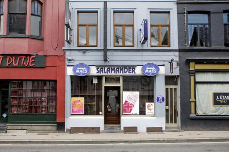 Detail van café de Overpoortstraat