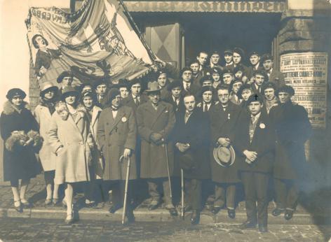 Het Algemeen Vlaamsch Hoogstudentenverbond tak Gent voor clublokaal Uylenspiegel in de jaren 1920 (Collectie Universiteitsarchief Gent - foto Edgar Barbaix).
