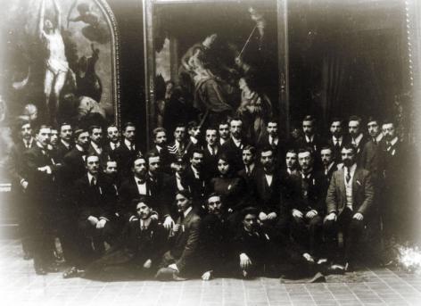 Gustave Magnel met de Bulgaarse studenten van de Société des Étudiants Bulgares aan het begin van de 20ste eeuw (Collectie Universiteitsarchief Gent).