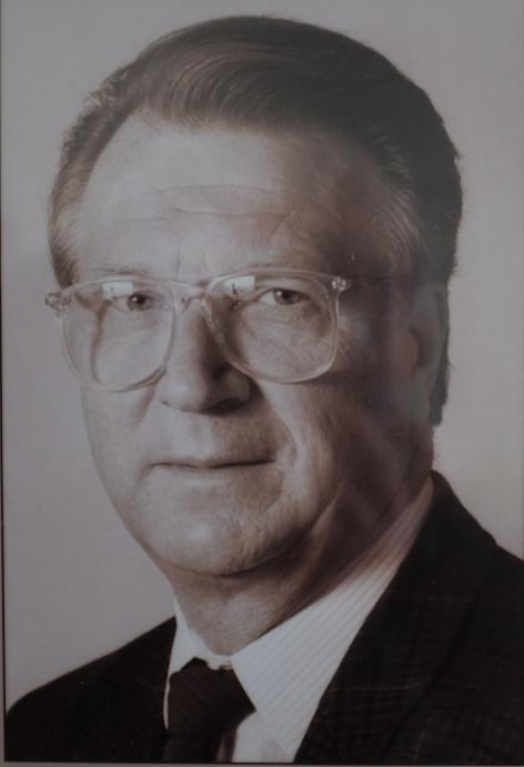 Scheikundige Maurits Vandewalle (1932-2016) hielp het Laboratorium voor Organische Scheikunde internationaal op de kaart zetten (portret dat in de Govaertzaal van de Vakgroep Organische en Macromoleculaire Chemie hangt).