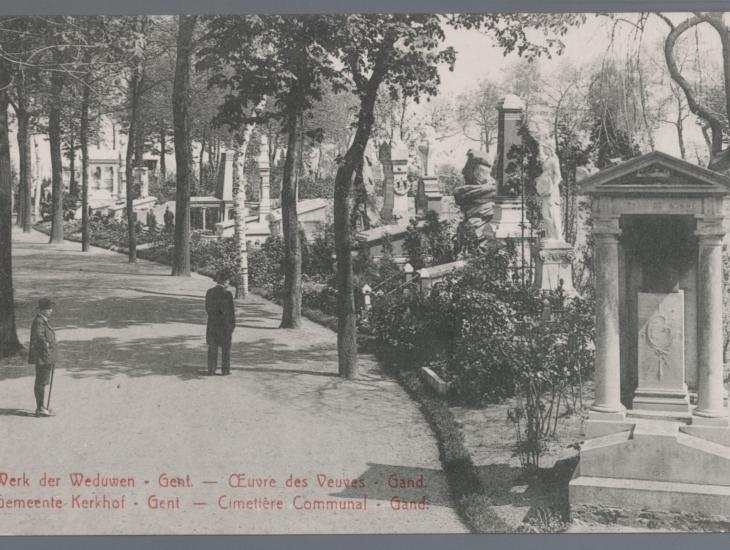 Prentbriefkaart van de Gentse Westerbegraafplaats, die sinds 1862 als 'Geuzenkerkhof' de graven van vele Gentse liberalen en vrijdenkers herbergt (collectie Beeldbank Stad Gent).