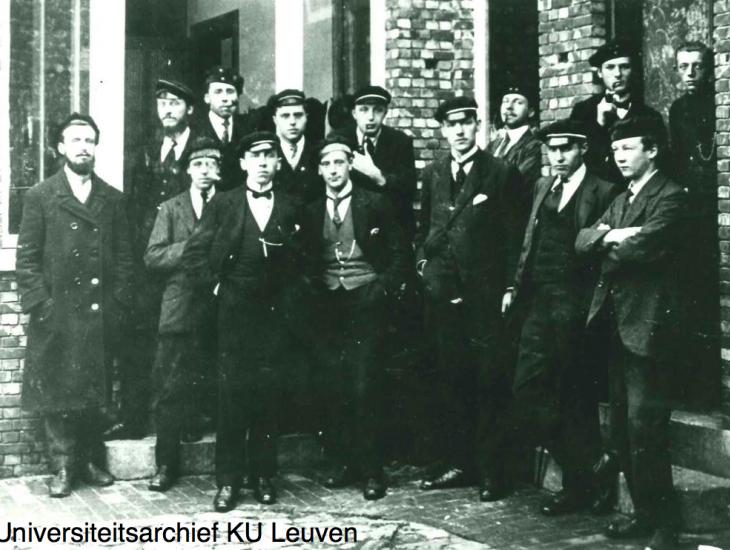 Gevluchte studenten, Turnhout. Bij hen Raymond Rens, Frans Naudts en Guido Irmen
