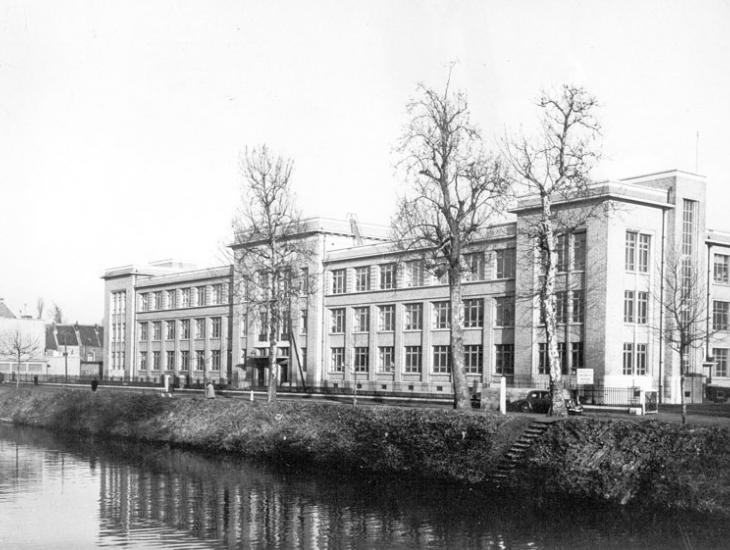 Voorgevel van de Rijkslandbouwhogeschool op de Coupure Links (Collectie Universiteitsarchief Gent).