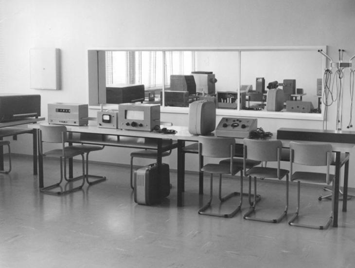 Toestellen in het laboratorium van Richard Verbist (Collectie Universiteitsarchief Gent, © A. Claerhout - foto A. Claerhout).