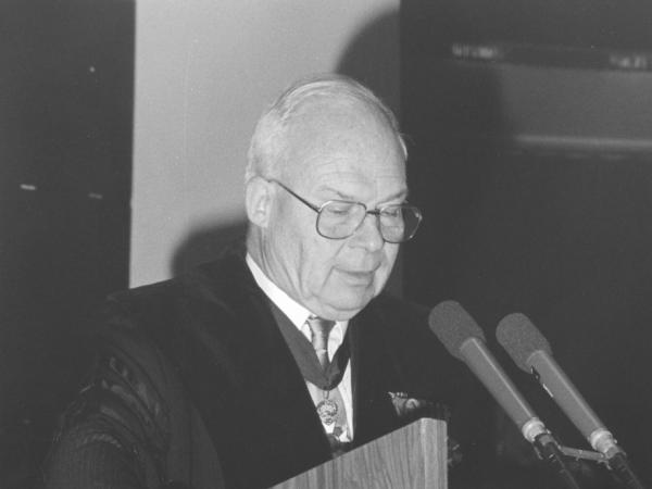 Toespraak door bodemkundige Marcel De Boodt tijdens de plechtigheid n.a.v. de oprichting van 'zijn' Internationaal Centrum voor Eremologie in 1989. (© UGent, collectie Universiteitsarchief, FA_080_006)