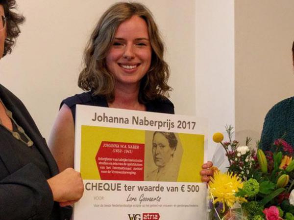 Lore Goovaerts wint de Johanna Naberprijs 2017 met haar scriptie over de eerste generatie vrouwelijke hoogleraren aan de UGent (© Atria - Kennisinstituut voor Emancipatie en Vrouwengeschiedenis).
