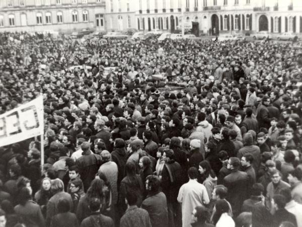 Studentenbetoging op het Sint-Pietersplein in maart 1969 (Collectie Universiteitsarchief Gent - foto Renaat Willockx).