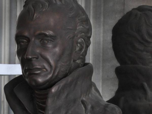 Het borstbeeld van WIllem I, stichter van de UGent, staat in de salons van de Au