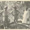 Taalkundige en Afrikanist Amaat Burssens (midden) in november 1958 nabij stroomversnellingen bij Brazzaville, tijdens zijn zesde Congoreis (Collectie Universiteitsbibliotheek UGent, uit Burssens, 'Dagboek vijfde en zesde Kongoreis', 1957-58. BHSL.HS.416).