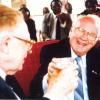 Voormalig decaan van de faculteit Geneeskunde in Butare Laurent Vandendriessche (l.) en rector van de Université Nationale du Ruanda Georges-Henri Lévesque bij de viering van 25 jaar UNR (Universiteitsarchief Gent, uit Vanderick, 'Butare', 2001).