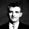 De jonge chemicus Maurice Verzele legde zich na WO II volledig toe op de studie van hop, na een vraag van zijn tennispartner André Van der Stricht, brouwer van de in de jaren 1970 verdwenen Gentse brouwerij Excelsior (foto Liber Memorialis R.U.G., 1960).