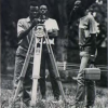 Rwandese ingenieursstudenten aan de faculteit Wetenschappen te Butare tijdens oefeningen in de geodesie (Uit '175 jaar Universiteit Gent', 1992).