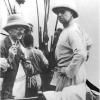 Victor Van Straelen (l.) maakt in 1932 een verkenningsreis door Belgisch-Congo met koning Albert I (r.), hier op het Albertmeer. Van Straelen is onder meer directeur van het Natuurhistorisch Museum (© onbekend, collectie Universiteitsarchief, 07_P02645).