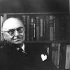 Jurist René Victor neemt als Vlaamsgezind jurist na WO II de verdediging op van van collaboratie verdachte personen. Hier in zijn persoonlijke bibliotheek in 1960 (foto door Paule Pia, uit Buyck, 'René Victor,' 1997).