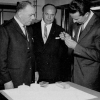 Professor Willy Dekeyser (l.) en rector Jean-Jacques Bouckaert (m.) in 1967 bij