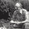 Bioloog Jan Hublé (1923 -2009) in zijn tuin, 14 juli 1978. (privécollectie Nadia